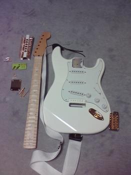 仕掛りギター.jpg